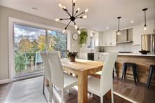 Modèle de maison à étage avec garage / Salle à manger 2