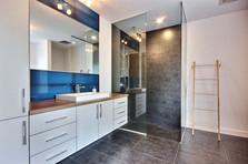 Maison à étage avec garage / Salle de bain 1
