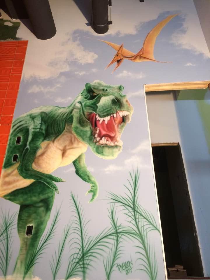 Grande deco murale | Yan pigeon artiste et peintre à Québec | Dinosaure au airbrush