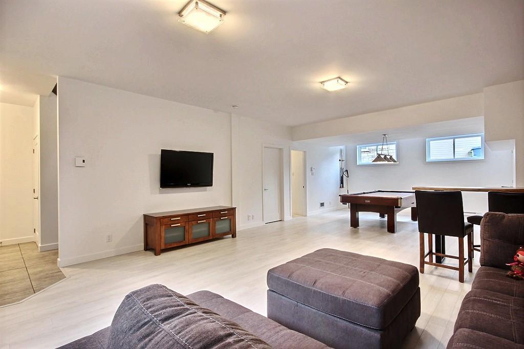 Maison avec 2 garages / Sous-sol 1
