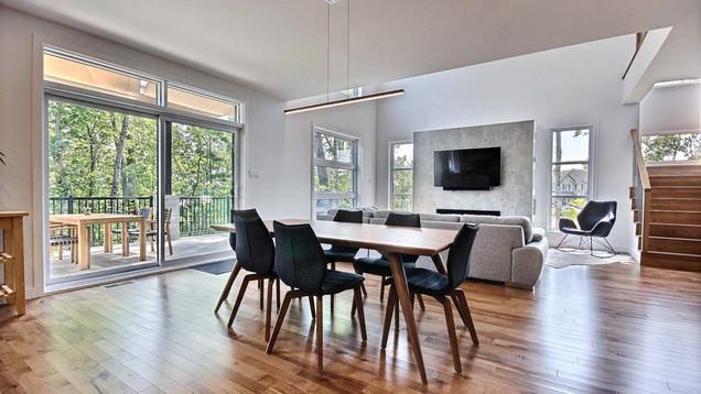 Maison à étage avec garage / Salon 2