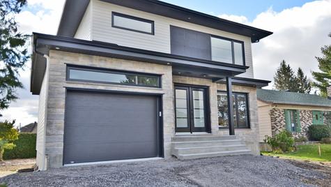 Modèle de maison à étage avec garage