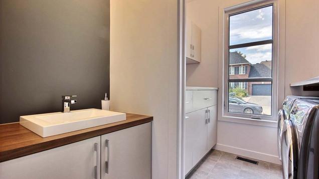 Maison à étage avec garage / Salle de bain 5