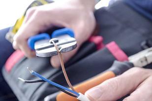 Comment évaluer les coûts en installation électrique pour votre projet