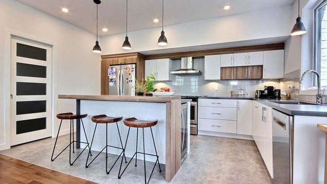 Maison à étage avec garage / Cuisine 3