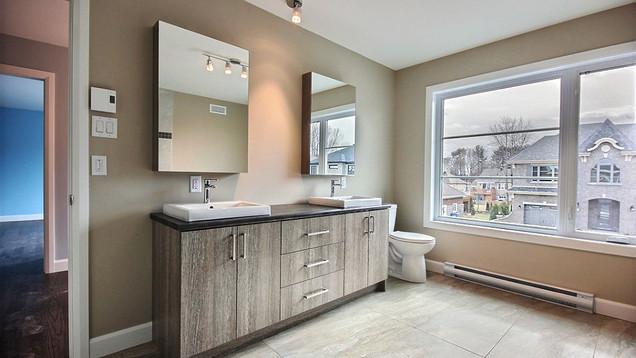 Plan de maison avec garage / Salle de bain 2