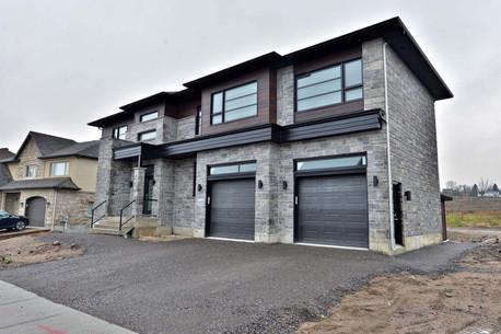 Maison avec 2 garages / Extérieur 1