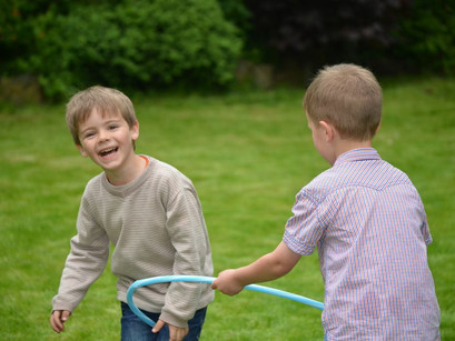 5 moyens pour aider les enfants à jouer avec les autres