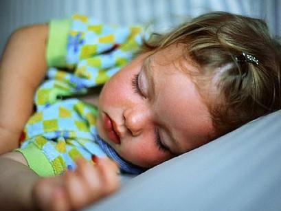 Est-ce que mon enfant dort trop à la garderie?
