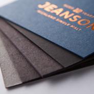 Épaisseur de 24pt à 48 pt.  Papiers uniques gris, bleu et tons de noir.