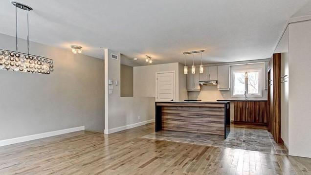 Modèle de maison à étage / Salon