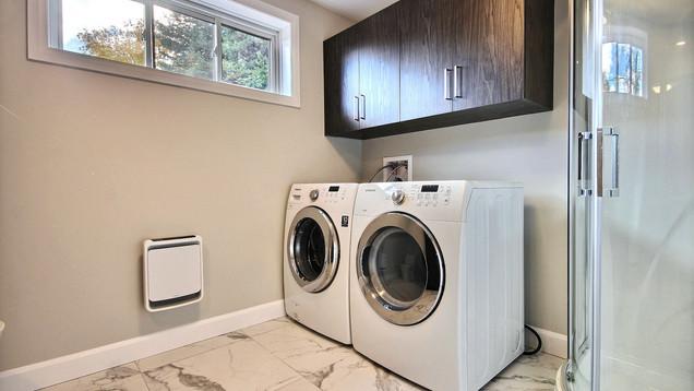 Modèle de maison à étage avec garage / Salle de bain 7