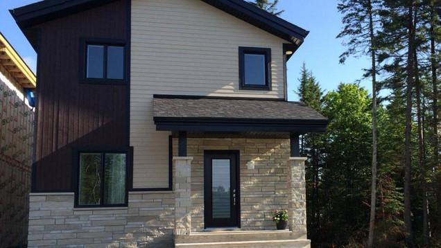 Modèle de maison à étage / Extérieur