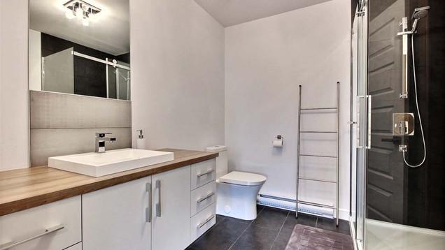 Maison à étage avec garage / Salle de bain 3