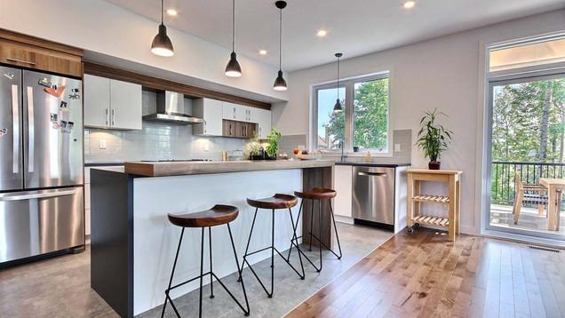 Maison à étage avec garage / Cuisine 4