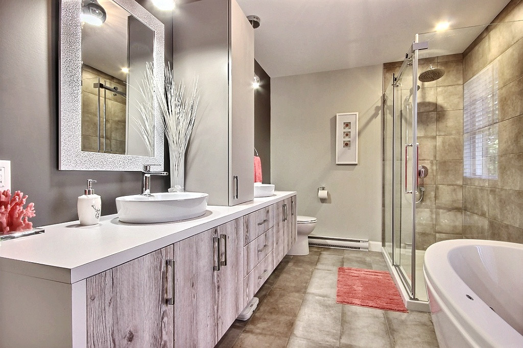 Maison avec garage / Salle de bain 1