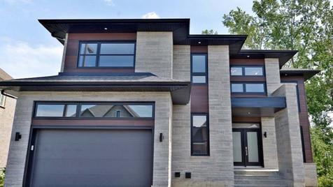 Maison à étage avec garage