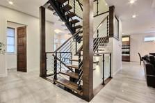 Maison avec 2 garages / Escalier 1
