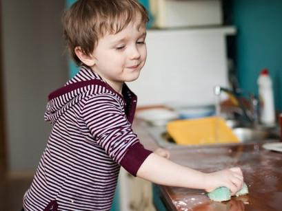 Les tout-petits, moins serviables en présence d'autres enfants
