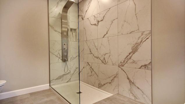 Modèle de maison à étage avec garage / Salle de bain 6