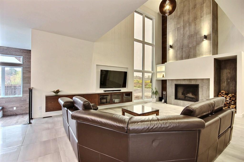Maison avec 2 garages / Salon 3