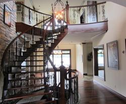 Plancher et escalier en bois exotiqu