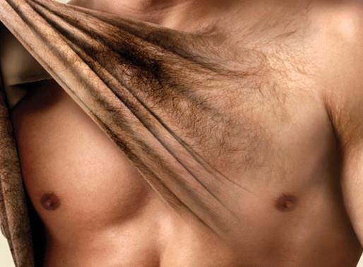 Avant une épilation du torse chez les hommes, gant de crin ou gant de loofah?