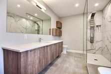Modèle de maison à étage avec garage / Salle de bain 2