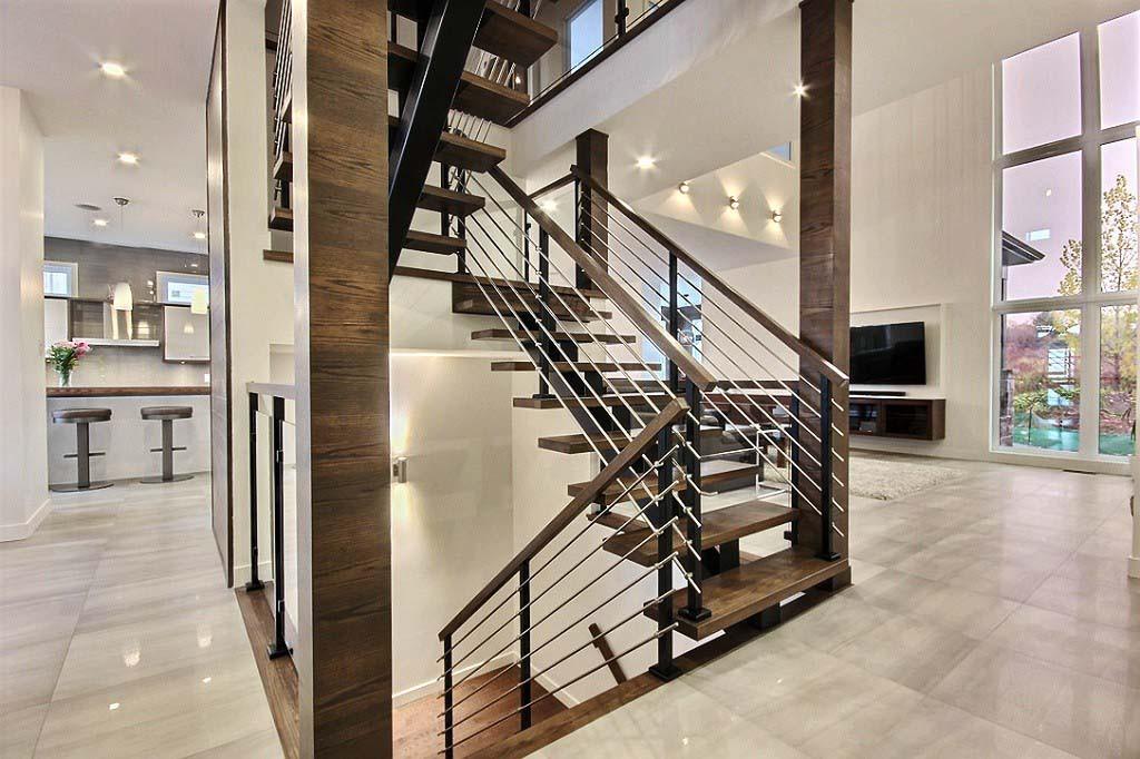 Maison avec 2 garages / Escalier 2