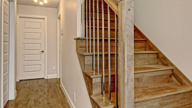 Modèle de maison à étage / Escalier