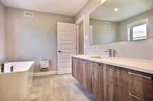 Modèle de maison à étage avec garage / Salle de bain 4