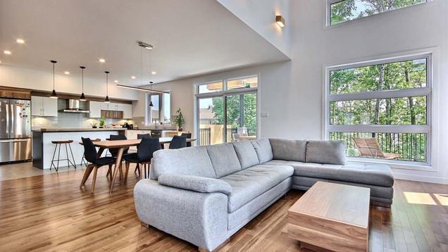 Maison à étage avec garage / Salon 3