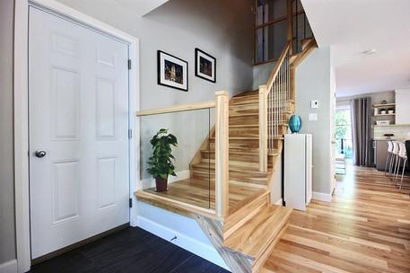 Maison avec garage / Escalier