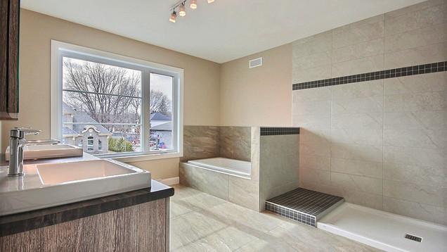 Plan de maison avec garage / Salle de bain 3