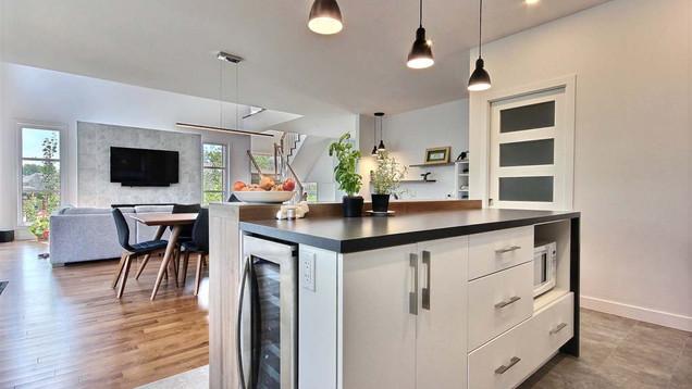 Maison à étage avec garage / Cuisine 1