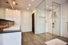 Maison avec 2 garages / Salle de bain 7