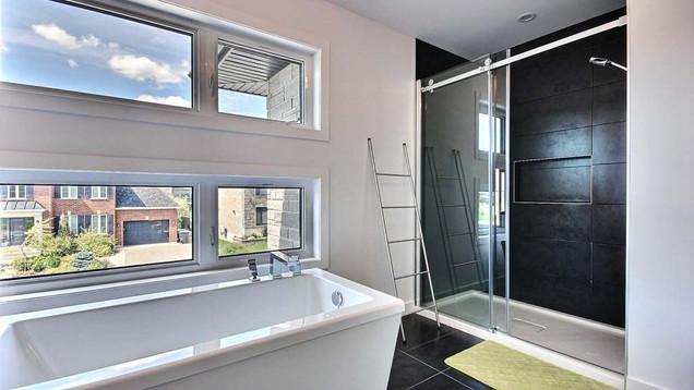 Maison à étage avec garage / Salle de bain 4