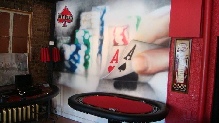 «Décortion murale colorée - Yan Pigeon artiste et peintre à Québec - Poker au airbrush