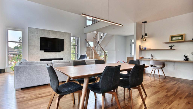 Maison à étage avec garage / Salle à manger 1