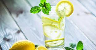 6 redenen waarom je 's morgens best citroenwater drinkt