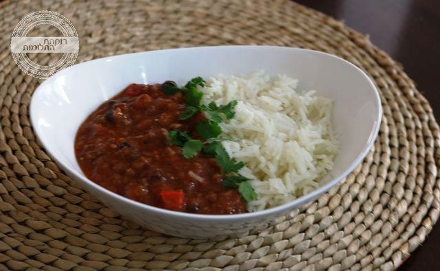 מנת צ'ילי עם אורז לבן