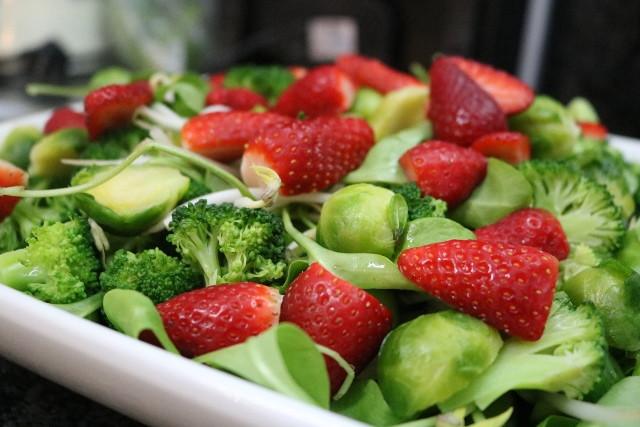 סלט ירוק, תותים, רוקחת החלומות