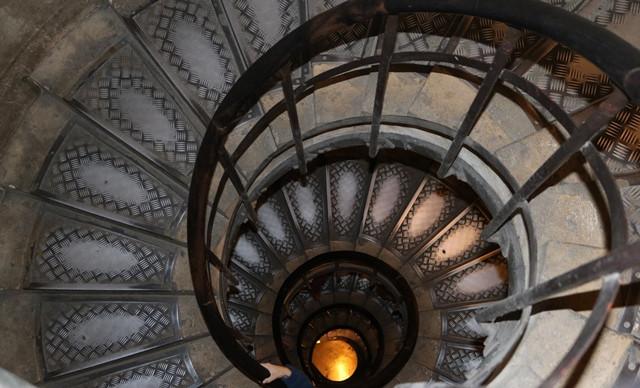 מדרגות שער הניצחון