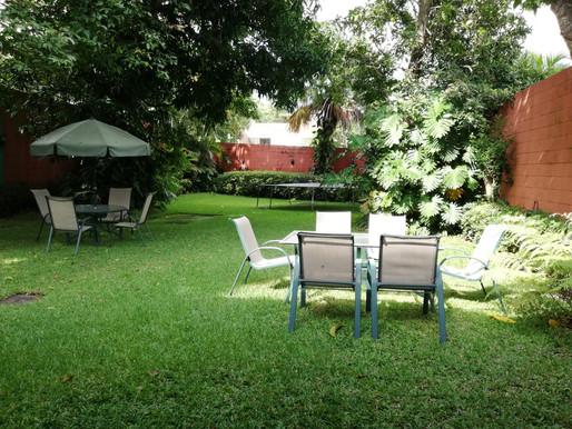 En cumbres de la Col. Escalón venta de muy linda casa sobre Calle Arturo Ambrogi
