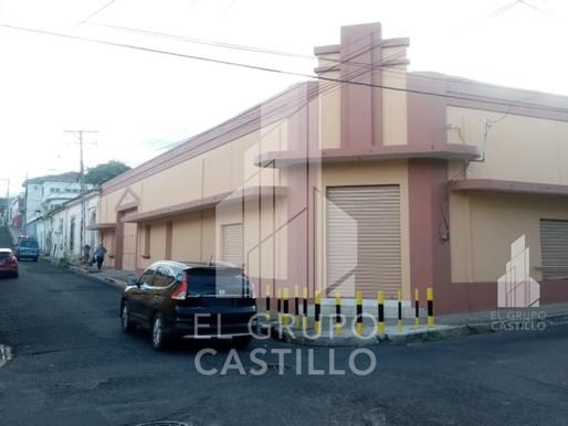 A INVERSIONISTA VENDO O ALQUILO IMBUEBLE DE ESQUINA, EN EL CENTRO HISTORICO DE SANTA ANA,