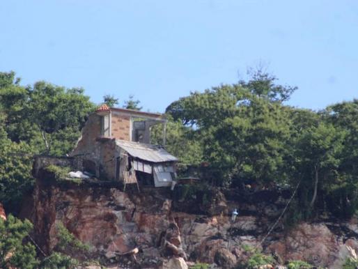 Se desgaja cerro en Jiutepec; ordenan evacuar a familias