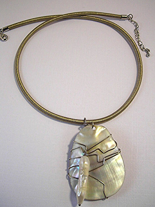 Mother of Pearl Pendant Necklace. Item #N3236