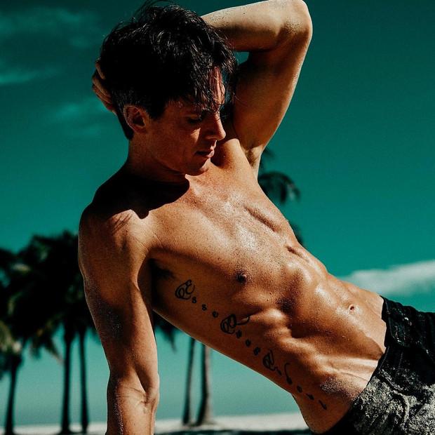 Lucas Seiler shirtless