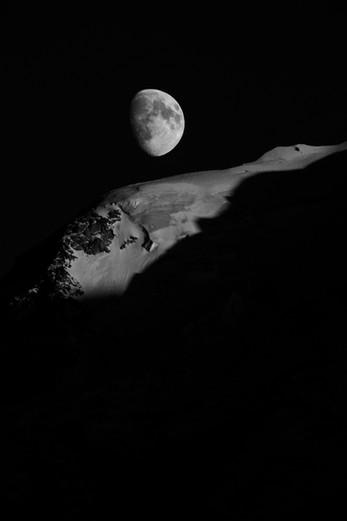 Une Lune - Chamonix Mont-Blanc, France