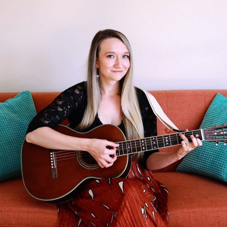 """Single Review: Emily Anderson Released New Single """"Hugs"""""""